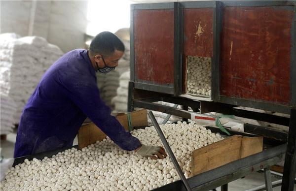 """化工填料氧化铝瓷球生产过程中""""破球""""的解决方法"""
