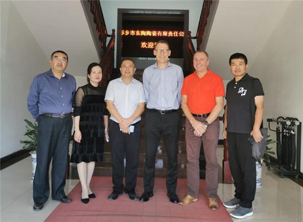 英国客户来萍乡东陶陶瓷参观和考察