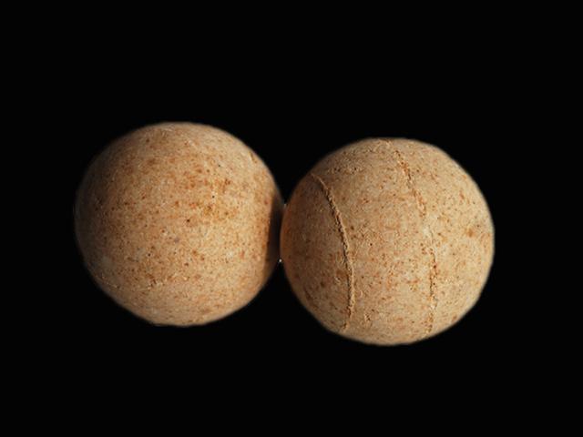 耐火瓷球是一种耐高温高强度高空隙率的球形填料